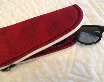 Zippered eyeglass sunglasses case Quilted red black.