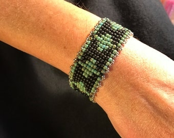 NO 112 Hand Beaded Glass Bracelet