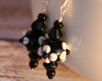 Black Beaded Earrings, Flower Beaded Earrings, Flower Earrings, Black Earrings, Silver Earrings, Black Drop Earrings, Black Dangle Earrings
