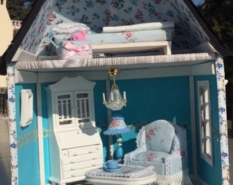 Cottage blue, scale 1 / 12 for dolls of 15 cm