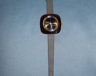 Genuine vintage Lucerne wrist watch ! Perspex case ! 70's Manual winding! Working condition! Swiss made