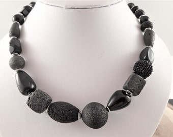 Necklace chain material mix black