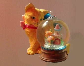 "Pincushion. Cat With Snow Globe, 3.5"" by 3.25"",  7 oz net, #0548"