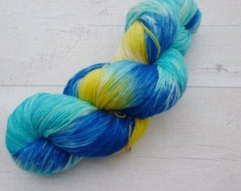 Surf's Up Merino Superwash sock yarn 100g ocean blue yellow variagated hand dyed hand painted multicoloured