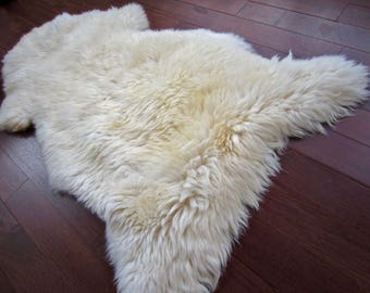 Amazing New XXL Nordic natural sheepskin hide. - FREE shipping in Canada and USA.