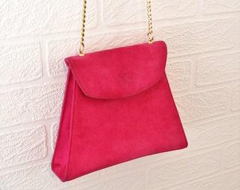 Carvela Bright Pink Suede Box Shoulder Handbag with Gold Chain Strap/ Retro Shoulder Bag/ Vintage Shoulder Bag/ 1980s