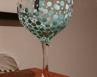 Dot Design Wine Glass in Teal