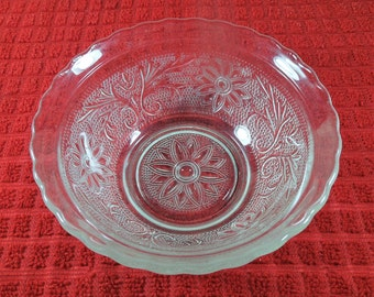 Small Scalloped Dessert Bowl in Sandwich-Clear by Anchor Hocking