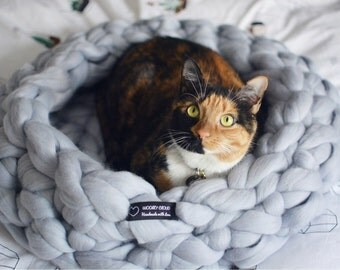 Chunky Cat bed, Chunky knit pet bed, Pet bedding, Handmade, 100% merino wool cat bed