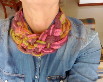 Braided colored wool necklace