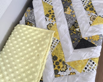 Quilt for baby, girl grey/yellow