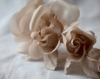 Vintage 70s-80s garnish roses,Roses flowers bouquet,Fabric flowers,Beige floral garnish, vintage millinery,hatter,wedding,milliner, flowers