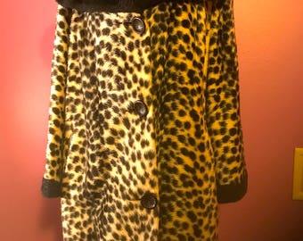 Amazing Plus-size Vintage 1960s Black and White Animal Print  Leopard Faux Fur Coat XXL Amazing Shape..