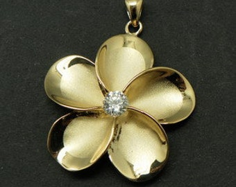 Gold Plated 32MM Hawaiian Flower Pendant in Brass.