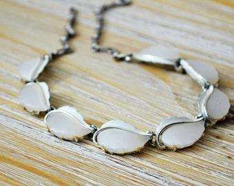 Vintage Lisner Lucite Leaf Choker, Lisner White Leaf Neklace, 60s Necklace
