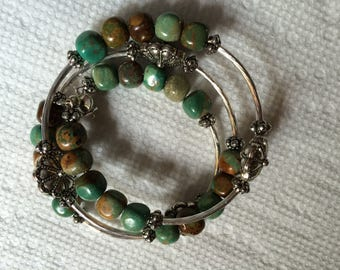 Southwest look turquoise memory wire bracelet