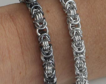 Byzantine silver coloured with grey(black ice) bracelet. Women jewellery. Lightweight. Jumprings. Classic. Wire. Tessa's chainmail