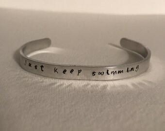 "Quote Bracelet - Mantra Band Bracelet ""Just Keep Swimming"""