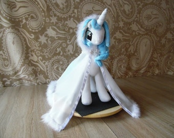 Pony Princess, plush animal. 44cm high. NEW