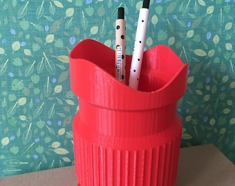 PLA lens-shaped pen holder made with 3D printing