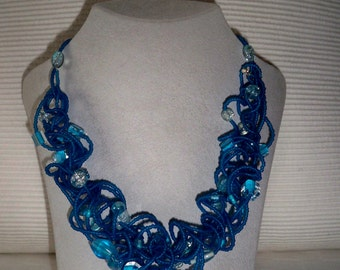 Extravagant spiral necklace in turquoise