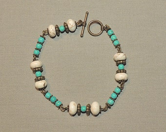 Bracelet turquoise pearls and magnesite and pearls metal bronze