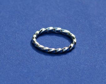 Handmade sterling silver twisted wire stacking ring UK size: L 1/2