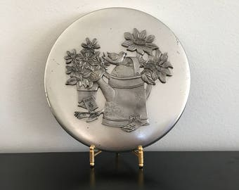 Vintage,Round Tin Decorative Tin,Pewter Design,Pewter,Silver,Silver Colored Metal Tin, Metal Tin,Storage Tin,Storage,Daisy,Trinket Box