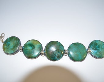 Veined Agate and Silver Charm Bracelet.
