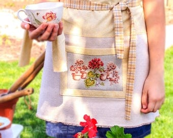 "Apron ""Geranium"", Gardening Apron, Craft Apron, Cooking Apron, Serving Apron, Vintage-looking Apron, Yarn-Dyed"