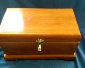 Hand Crafted Cherry and Spanish Cedar Humidor - 200 Count