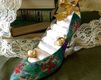 Floral Footsie - shoe ring holder, floral heels, upcycle, repurposed, eclectic, jewelry holder, gold