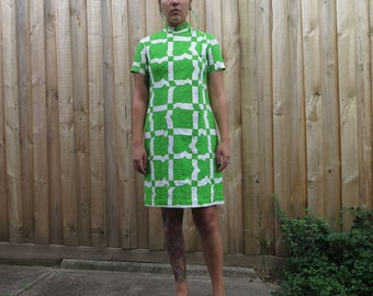 Fabulous 60s geometric print green and white dress
