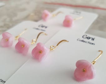 Vintage pink flower glass beads, wire wrapped, gold plated earrings.
