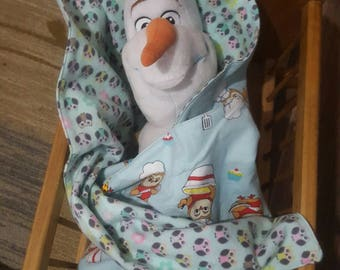 Olaf is really liking his new reversable owl blanket