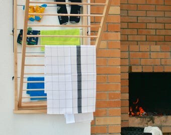 Puidust pesukuivatusredel. Wall mounted clothes drying rack.