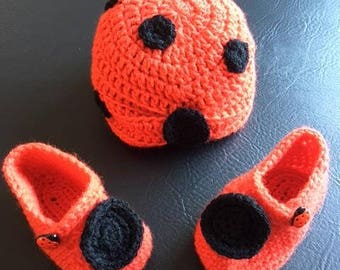ladybird booties and hat