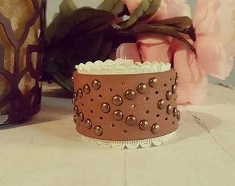 Leather lace bracelet with bronze buttons and lace trim,