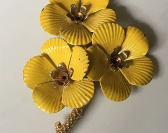 1960s Vintage Yellow Sarah Coventry Primose Brooch