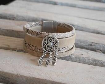 Bracelet manchette bohème chic en cuir sable et beige avec passant attrape-rêves (BR26)
