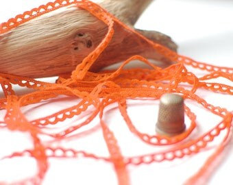 Scalloped thin crochet lace trim 6mm width in orange cotton - Sold by the metre