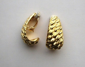 signed Anne Klein earrings . rope textured gold tone hoops . bright gold clip on vintage 80s earrings . AKR AK R