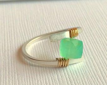 Chrysoprase Gemstone Ring. Sterling silver Gemstone Ring. Wire wrapped chrysoprase gemstone ring.