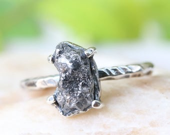 Dark grey pinch texture rough diamond wedding ring in silver band