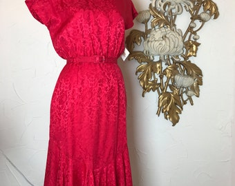 Fall sale 1980s dress red dress silk dress 80s does the 40s size medium Vintage dress mermaid hem dress button back dress