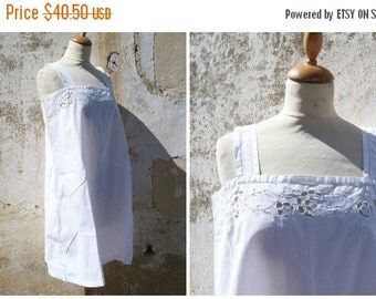 ON SALE 20% Vintage Antique 1900 French Edwardian white cotton dress underdress with handmade floral embroiderys  size S/M