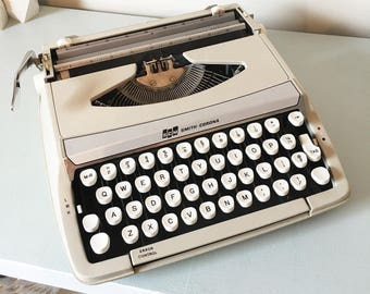 Smith Corona Corsair working portable manual typewriter Light Tan & white 1960s - no case  word processing letter citing office decor