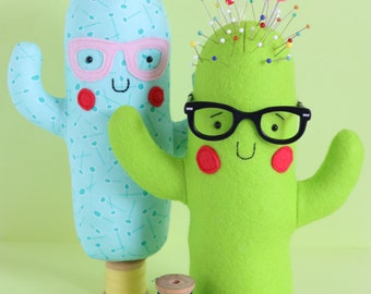 Totally cactus: Cactus pin cushion, cactus sewing PDF easy cactus sewing pattern cactus plush cactus softie cactus toy, succulent pincushion