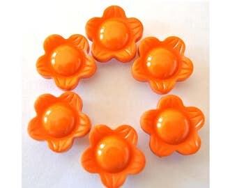 6 Vintage flower buttons 18mm, orange