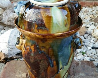 Approximately one gallon fermenting crock, fermentation crock, saurkraut vessel, pickle jar, kimchi jar